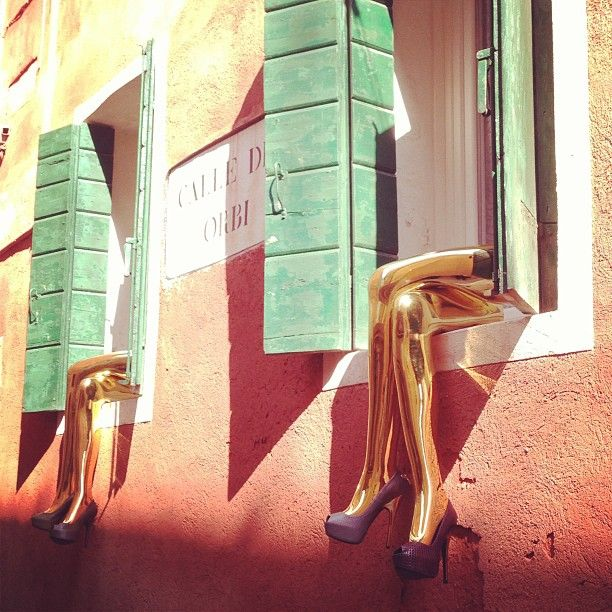 One of the many stops of the #lvshoeting in #venice #lvtravel showcasing the f/w shoes collection