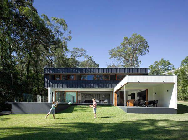Light-Defined Suite Of Spaces Overlooking Australian Bushland