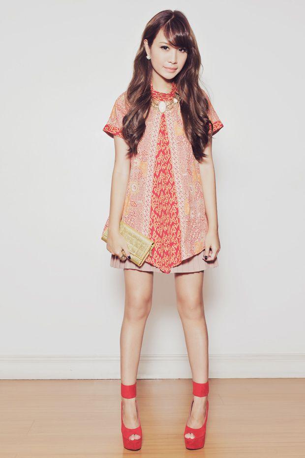 Tricia Gosingtian | top - Batik Keris