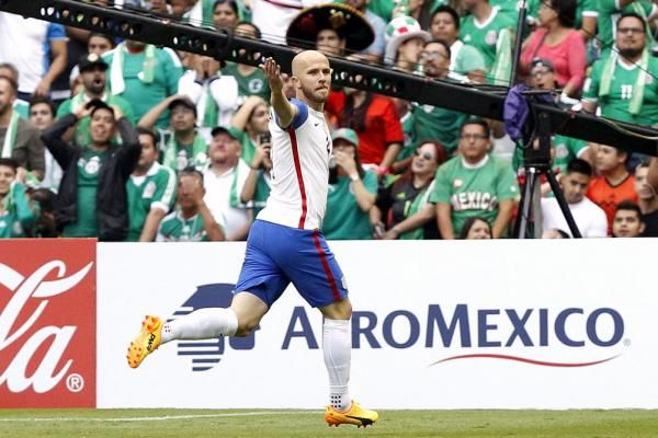"""June 12 (UPI) — Michael Bradley put his footprint on Sunday's U.S. men's national soccer team game against Mexico with a long-range finish 5:25 into the contest. The USMNT captain intercepted a pass by Javier """"Chicharito"""" Hernandez at midfield to start the play.... - #Bradley, #Embarrasses, #Kee, #Mexico, #Michael, #TopStories, #USMNT, #Vet, #Watch"""