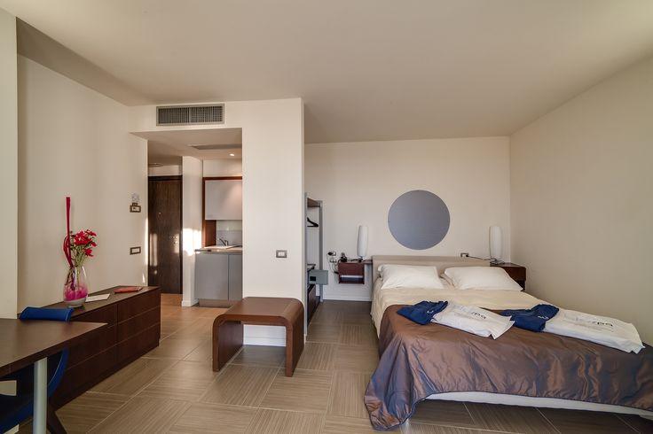 La camera monolocale garantisce una metratura minima di 26 metri quadri, per non mettere limiti alla vostra vacanza al Blu Suite!
