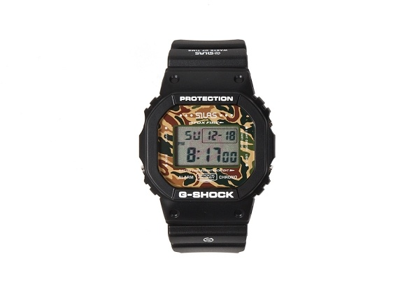 The Casio G-shock DW-5600 was first introduced to the watch world 1996. Since then it has been the choice of many brands to put their own stamp on it and here Silas offer us there version. The watch features 200m Water Resistance, One alarm, a countdown timer and a stopwatch. Silas have also added an Illuminator with the Silas logo embedded in the EL backlight and a camoflage face.