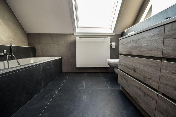 Meer dan 1000 idee n over badkamer ruimte spaarders op pinterest badkamer toiletten en wc opslag - Badkamer onder het dak ...