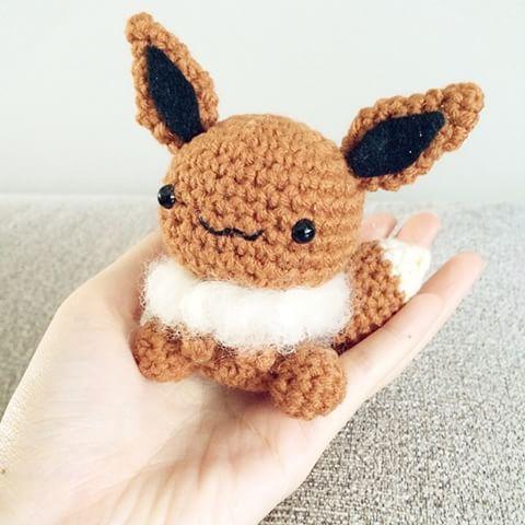 Tenori (手乗り/ palmtop) eevee crochet which I think is a fail and hence giving it away (。-_-。) #eevee #pokemon #amigurumi #crochet #ポケモン #イーブイ #あみぐるみ