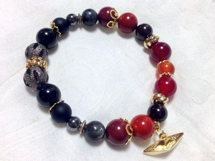 Star Trek : Lt. Nyota Uhura beads bracelet Black tourmalin, onix, hematite, black labradolite, moukaite jasper, sard, garnet, carnelian