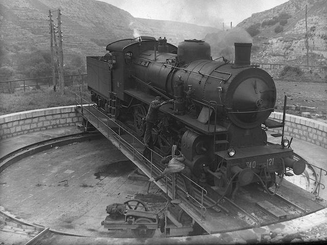 Piattaforma girevole di Modica  by Ferrovie dello Stato, via Flickr