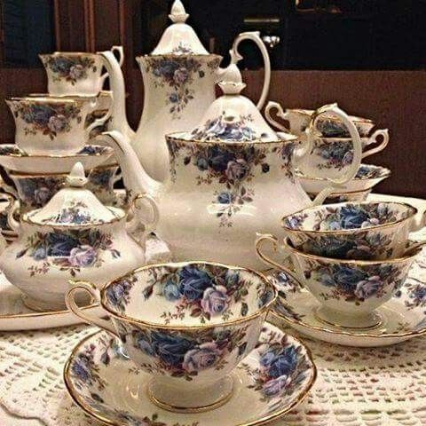 Very nice Blue & White Tea & Coffee Set