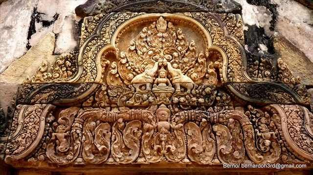 The Banteay Srey temple dedicated to Shiva is so popular with tourists because it has been called 'the jewel of Khmer art', due to the untypically small size of the buildings.