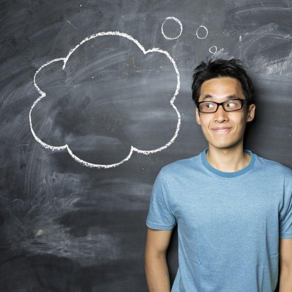 Devenir auto-entrepreneur quand on est étudiantLa force du régime de l'auto-entreprise, c'est d'être facile à mettre en œuvre et quasiment gratuit. Aussi, pour devenir auto-entrepreneur, que l'on soit étudiant ou pas, il suffit de remplir un formulaire de déclaration de début d'activité d'auto-entrepreneur disponible directement sur le site du portail des auto-entrepreneurs.En plus de cela, depuis le 1er janvier 2015, vous devrez demander votre immatriculation au RCS auprès de votre centre…