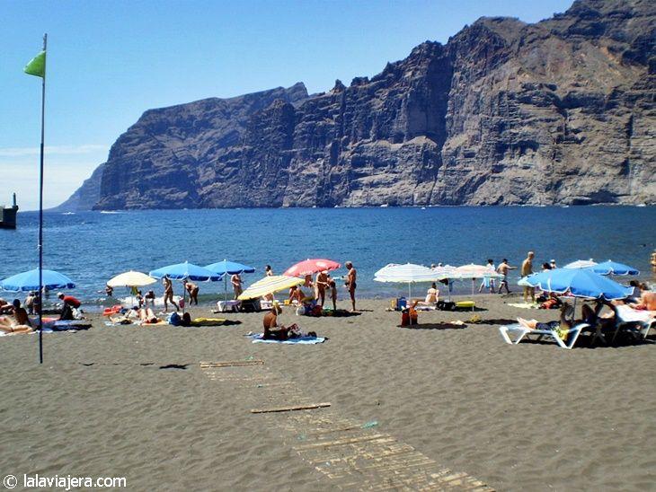 Playa de Los Guíos o Argel, junto a los Acantilados de Los Gigantes (Tenerife)