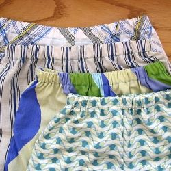 Ever wonder what to do with an old pillow case? Here's an idea! (Via CreativeKismet)