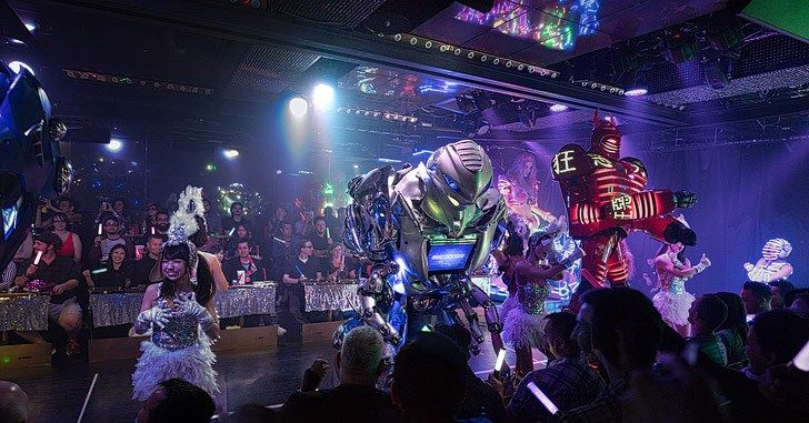Shinjuku Robot Restaurant (13 Cool Things to Do in Tokyo Japan).