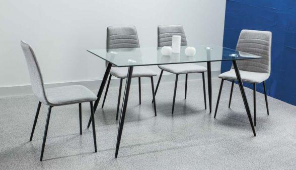 Stół NINO to rewelacyjny stół do jadalni. Blat stołu wykonany jest z bezbarwnego szkła hartowanego i opiera się na nóżkach wykonanych z metalu malowanego na kolor czarny. http://mirat.eu/stol-nino,id29106.html