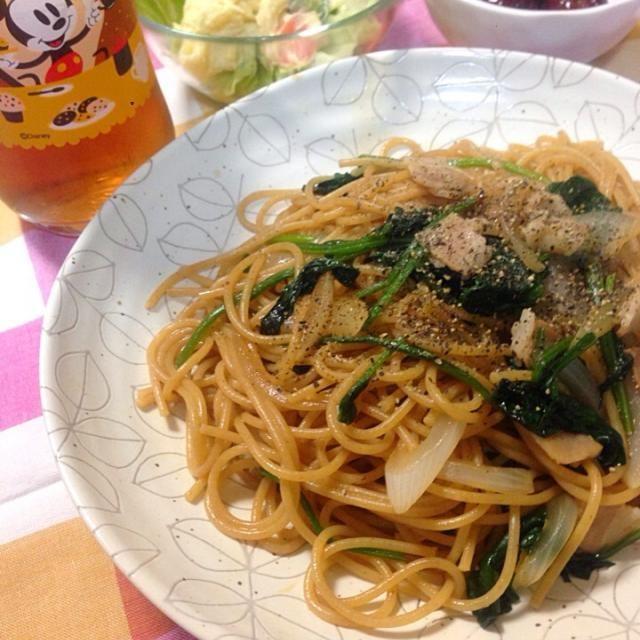 今日は全粒粉パスタで - 52件のもぐもぐ - ほうれん草とベーコンと新タマの醤油パスタ by machiruda11