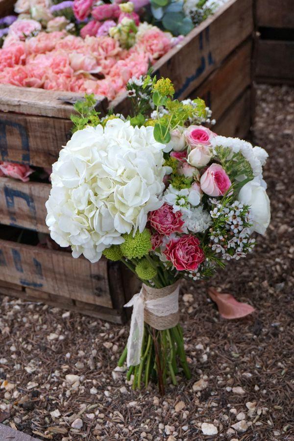 Ramo de novia con hortensia blanca