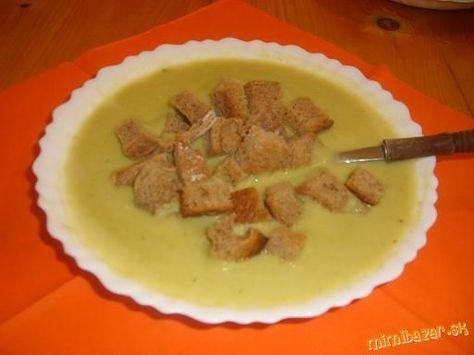Krémová hrachová polievka 200g sušeného hrachu /zeleného alebo žltého/, 2 zemiaky, štipka ml.č.korenie, štipka mušk.oriešok-mletý, 1 smotana na varenie 10%- sladká, 3 strúčiky cesnak, 1 ML soľ, 2 ML vegeta, 2 bobkové listy Hrach namočíme  Na druhý deň pridáme 2 zemiaky, dolejeme vodou, pridáme 2 bobkové listy a štipku ml.č.korenia - dáme variť. Pred dovarením osolíme, pridáme vegetu , ml.mušk.oriešok, nakrájaný cesnak, zalejeme smotanou a dáme zovrieť, rozmixujeme a podávame s opečeným…