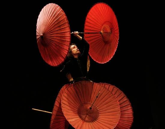 """Spectacle """"Le cirque invisible"""" avec Victoria Chaplin et Jean- Baptiste Thiérrée"""