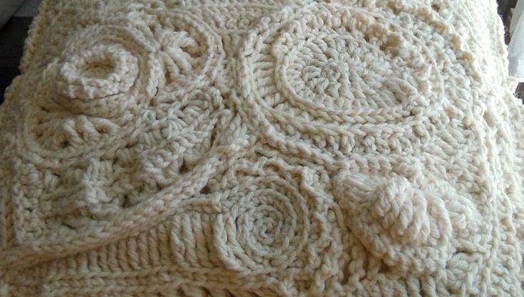 White freeform crochet monochromatic Szokás szerint belevágtam a közepébe, és mindjárt el is tértem a megszokott csapásiránytól. Freeform horgolás másként.
