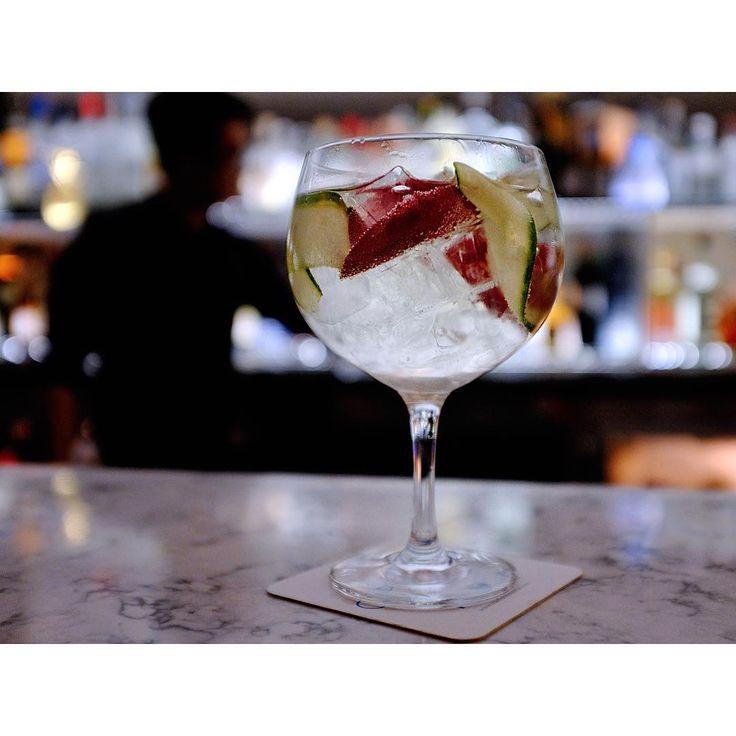 Sometimes my dreams demand a good drink and some better drinking company. #gintonic EMERALD COVE: Hendrick's Gin Green Chartreuse Mediterranean Tonic Rose Cucumber @rakeshagrawal @starfishhtx @thelifeoflee_ellis @lauriesheddanharvey  #gin #starfish #ice #cucumber #houston #htx #chartreuse #htown #imbibe #imbibegram #drinking #seafood #booze #cocktails #cocktail #drinks #mixology #bartender #mixologist #eeeeeats #texas #art #artist #beard #travel #yum #tonic #rose #flowers