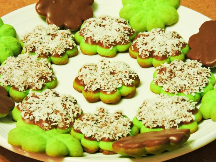 Festive looking and bursting in flavour, these Viennese Sables with a Malaysian twist are to die for! Perfect for Hari Raya or for snacking on. Careful though, they can be addictive!