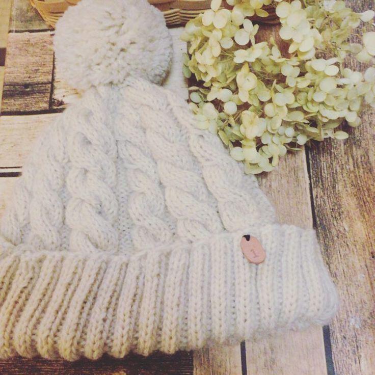 手編みのニット帽☆縄編み・アラン模様の編み方・編み図【棒針編み】