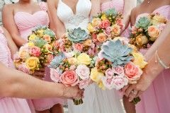 Succulents in bouquets--how casual chic! (www.7centerpieces.com/relaxed-hill-country-wedding-addison-studios) | Addison Studios (www.addisonstudios.com)