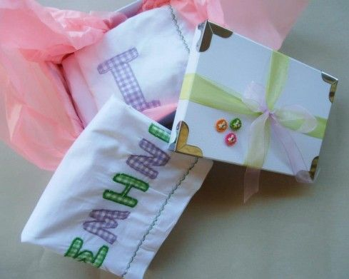 Σετ βρεφικά σεντονάκια για ένα μωράκι που μόλις βαπτίστηκε ή γεννήθηκε!!! Ένα υπέροχο δώρο!