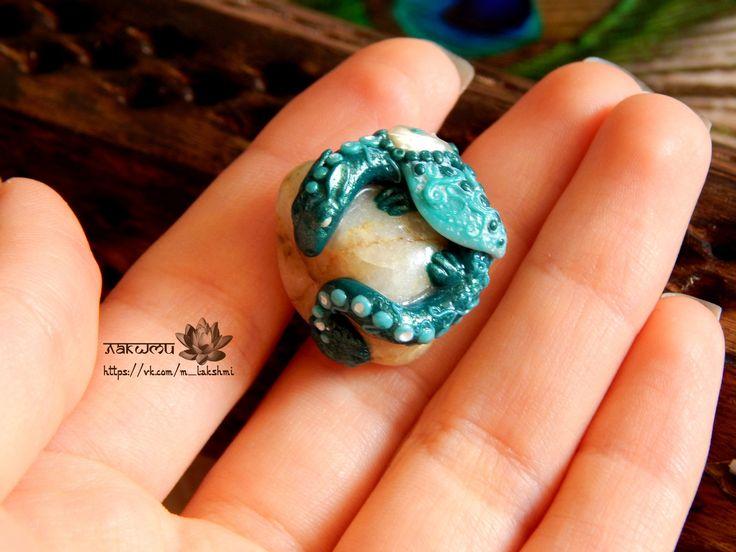 Лазурный дракон. безразмерное кольцо с драконом на камне)) #кольцо, #дракон, #камень, #ручная_работа, #лазурный, #дракончик, #перламутр, #ring, #dragon, #buy, #rock, #emerald