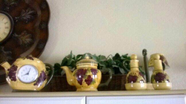 Grape theme for the kitchen grapes wine vines for the for Vineyard themed kitchen ideas