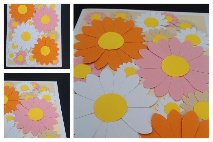 BLOMSTERKORT A5 En ny serie blomsterkort er på vej til hylderne i netbutikken. Her et i farverne hvid, sand, lyserød, orange, gul og perlemorsbeige. www.jannielehmann.dk