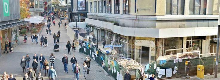 Die Ladenlokale an der Ecke Limbecker Straße/ Friedrich-Ebert-Straße werden umgebaut. Aus ehemals fünf Geschäften werden zwei. Ein Trend, der sich in der Innenstadt fortsetzen dürfte.