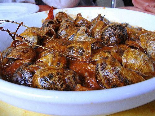 Caracoles a la Riojana. Receta rica y suculenta. Si te gustan los caracoles y las salsas este será unos de tus platos preferidos. Elaboración muy fácil y rápida.