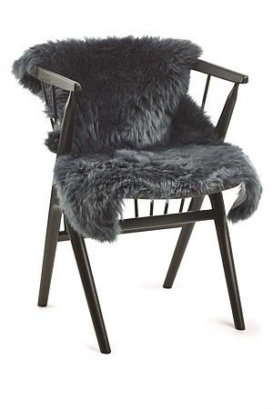 These New Zealand sheepskin rugs are carefully crafted from premium quality long-wool sheepskins. The contemporary rugs add texture, comfort, colour and style to your home and are perfect for your favourite chair, sofa or the floor.