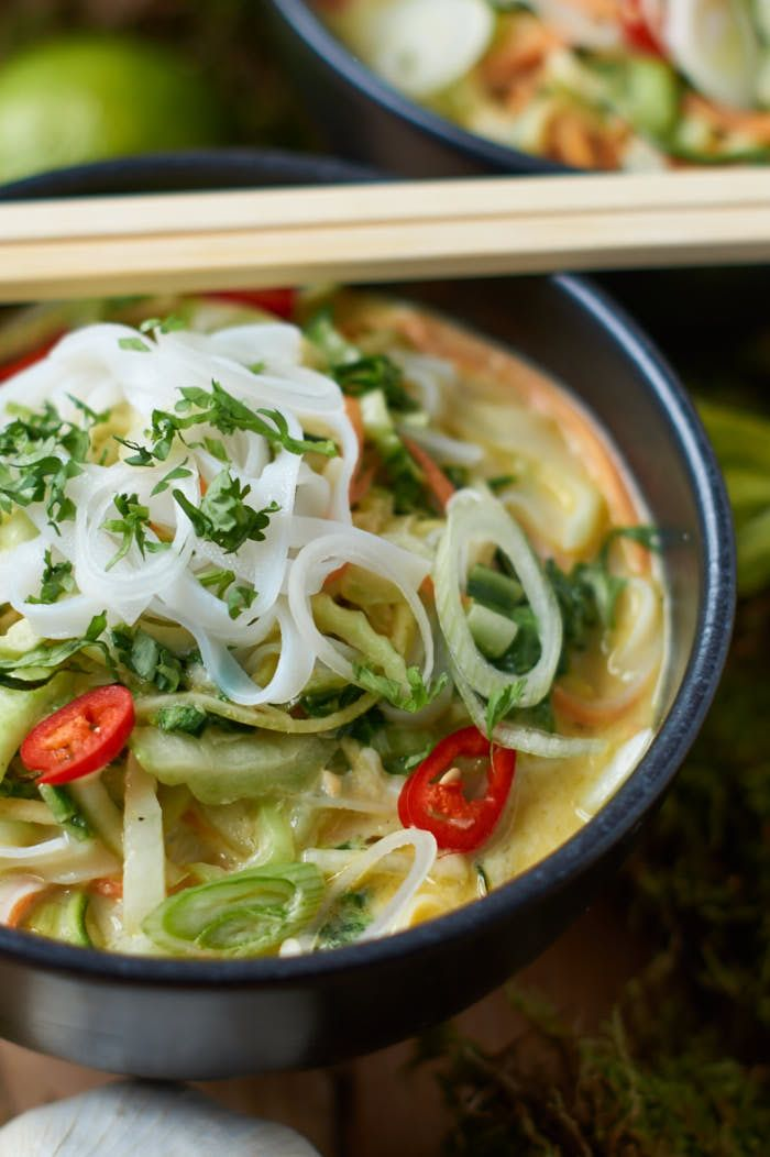 Grünes Thai Curry mit Zucchini Möhre und Pak Choi | Green Thai Curry with Zucchini, Carrots and Pak Choi | Rezept auf carointhekitchen.com | #thai# curry #recipe
