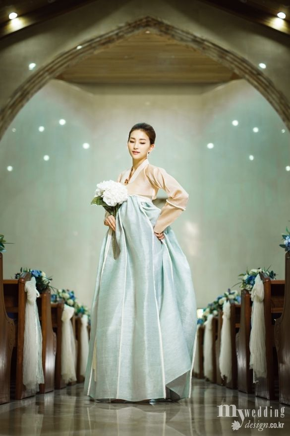 Simple and elegant. Bridal 한복 Hanbok / Traditional Korean dress / Design: Hanbok Lynn