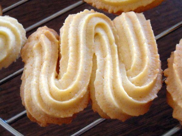 """""""Journée mal commencée, bonheur en fin de journée"""" Proverbe Autrichien Je vous reviens avec la recette de ces fameux biscuits viennois, les sprits! Ils sont ultra sablés et savoureux. Très franchement, j'ai toujours été fan des biscuits Delacre, avec..."""