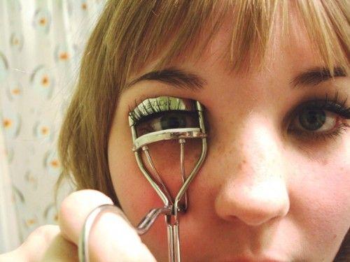 How to apply false eyelashes.Ideas Wedding, False Eyelashes, Romantic Wedding, Wedding Ideas, Makeup Tips, Tips And Tricks, Applying Makeup, Diy Wedding, Offbeat Brides