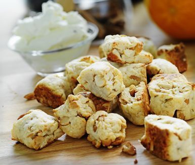 När doften av glögg sprids i köket så vill de flesta ha ett litet tilltugg, ostnötter kan just då inte bli mer än utmärkt! Parmesanosten och cashewnötterna smakar förträffligt tillsammans och med en vitlöksost till tar de slut fort!