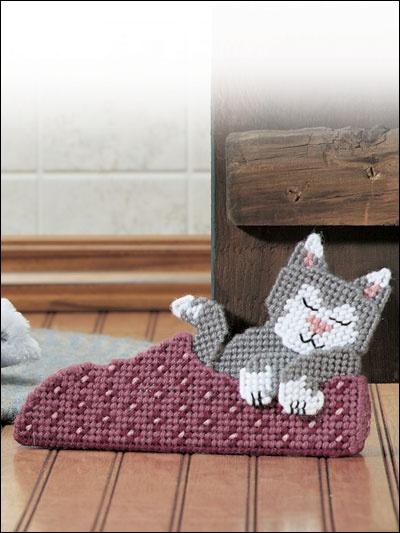 Plastic Canvas crafting - kitten doorstop