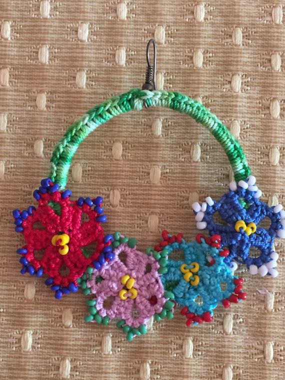 Hoop earrings crochet and tatting / di nonsolochiacchiere su Etsy