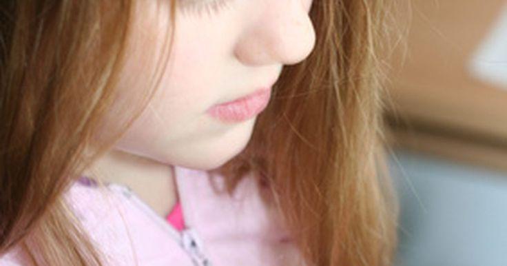 ¿Cómo eliminar liendres y piojos con acondicionador para el cabello?. Los piojos son pequeños insectos parásitos que pueden infestar por completo el cuerpo de un ser humano. Como subproducto de los piojos, las liendres son básicamente huevecillos que se alojan en el cabello hasta que se eliminan o hasta que eclosionan. A menudo parecen diminutas partículas blancas sin mucha importancia para el ojo. Los piojos pican, ...