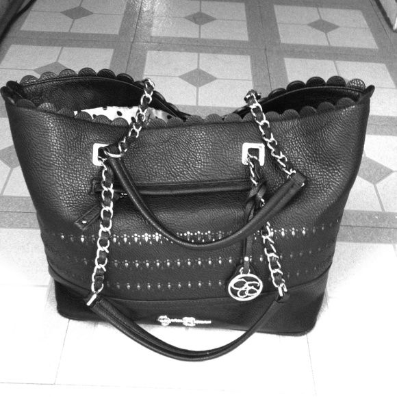 Jessica Simpson lg. Handbag Nwot great purse nice big side you can carry everything you need :) Jessica Simpson Bags Totes