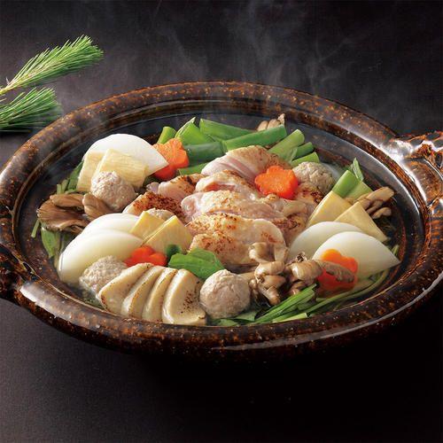丹波あじわいどりと、京野菜をふんだんに使用。すっぽんスープ仕立ての料亭のだしで召しあがれます。