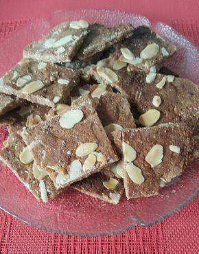Heute habe ich etwas Nachgekocht. Ich nenne es Mandel Knusper Krokant.  Zum Kaffee oder einfach als kleinen süßen Snack.  Dieses Rezept ist aber der Stabilisierungsphase oder einer Low Carb Ernährung geeignet    Mandel Knusper Krokant    50 g Mandeln (gemahlen)15 g Butter50 g Mandelmus100   #gemahlene Mandeln #Low Carb #Stabilisierungsphase #SWK