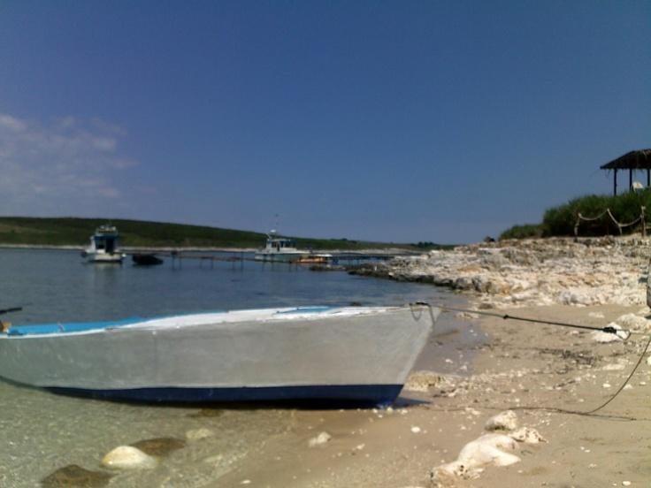 En nesten øde øy utenfor Pula, Kroatia.