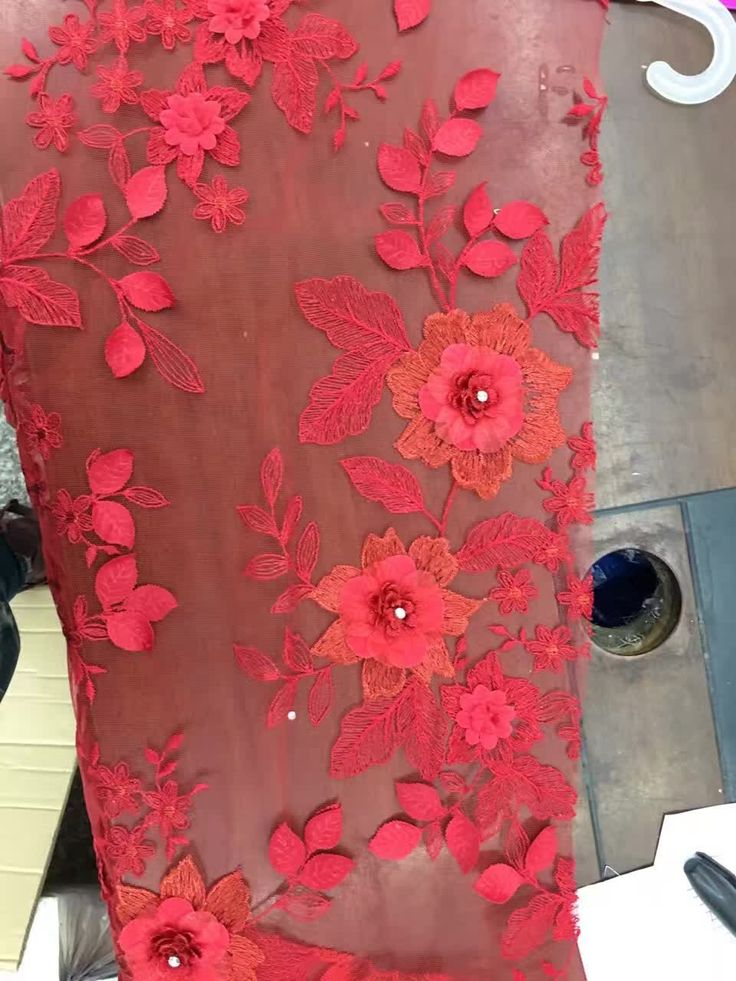 RED LACE WITH SPRING FLAVOR