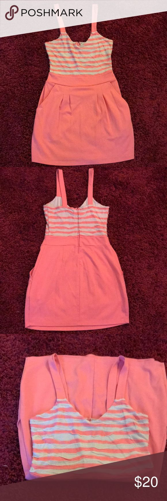 GUESS Dress with pockets Ugh I just love this but it doesn't fit me anymore Guess Dresses Mini