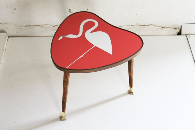 flamingo-table-heart-table-retro-side-table-lucy-turner-formica-gplantable