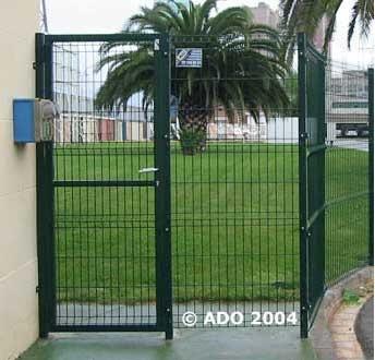 Puertas verja stil de una y dos hojas acabados a elegir galvanizado o lacado verde o blanco.