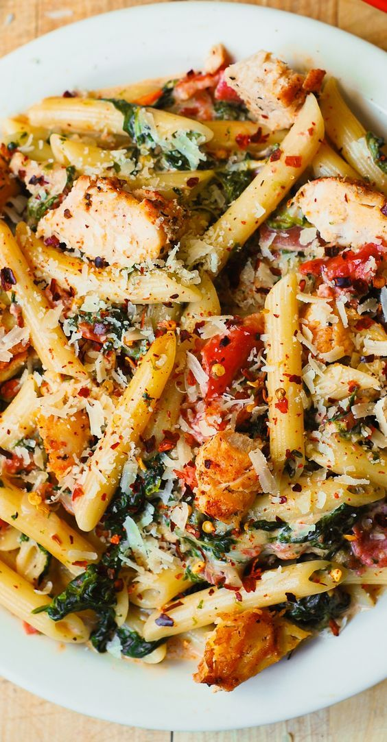Chicken and Bacon Pasta with Spinach and Tomatoes in Garlic Cream Sauce – delicious creamy sauce perfectly blends together all the flavors: bacon, garlic, spices, tomatoes. (chicken dinner recipes):